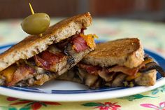 « Grilled cheese » aux cheddar fort et champignons