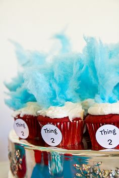Thing 1 and Thing 2 Cupcakes. Cupcakes are literally the messiest thing to give a first grader. My classroom carpet is saturated with cake crumbs from this year already. But these are so cute for dr Seuss day next week. Dr Seuss Cupcakes, Cute Cupcakes, Cupcake Cookies, Themed Cupcakes, Dr Seuss Cake, Fluffy Cupcakes, Cupcakes Starbucks, Blue Cotton Candy, Blue Candy