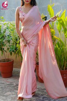 Pure silk Designer saree with Digital print blouse party wear saree casual saree Indian Women Saree Sari Blouse, Sari Dress, Saree Blouse Patterns, Saree Blouse Designs, The Dress, Slides Outfit, Designer Saree Blouses, Sarees For Girls, Diana Penty