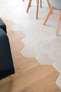 Parquet and hexagonal cement tile cutting - - Kitchen Room Design, Modern Kitchen Design, Home Decor Kitchen, Küchen Design, Floor Design, Home Design, Painting Tile Floors, Painted Floors, Home Decor Shelves