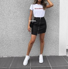 Pin by Viviane Winterman on Mode-Outfits in 2020 Denim Skirt Outfits, Boujee Outfits, College Outfits, Cute Casual Outfits, Simple Outfits, Stylish Outfits, Fall Outfits, Fashion Outfits, Outfits With Leather Skirt