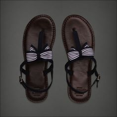 6c902675952a So getting these. Just because of the bows! 🎀🎀🎀 Hollister Clothes