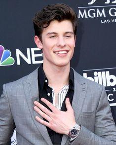 | Shawn Mendes arrives at the Billboard Music Awards! [HQ] #BBMAspic.twitter.com/gPI96pK9Ww