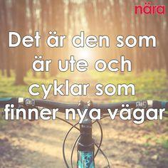 Det är den som är ute och cyklar som finner nya vägar Self Love Quotes, Words Quotes, Life Quotes, Sayings, Spiritual Words, Staying Positive, Note To Self, Mtb, Proverbs
