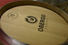 Barrica de roble francés de 225 litros. El vino Finca La Mata reposa a lo largo de 8 meses para sorprender a con su color, olor y aroma.