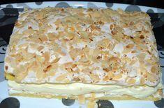 Verdens Beste a fost votată prăjitură naţională a Norvegiei. Cea mai bună prăjitură din lume are două blaturi subţiri pe baza de unt şi o bezea crocantă presărată cu fulgi de migdale prăjite, iar crema Romanian Food, Cheesecake, Food And Drink, Gluten, Sweets, Bread, Cooking, Unt, Recipes