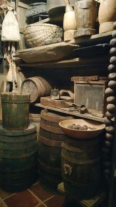 Prim Decor, Country Decor, Country Life, Primitive Homes, Country Primitive, Bruchetta, Antique Kitchen Decor, Rustic Room, Primitive Gatherings