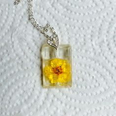 Yellow flower necklace in resin