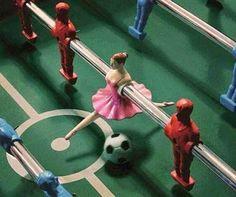 Bailarina no meio de campo!
