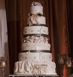 Pearl and Ribbon Detailed Cake  |  Photograph by: Victor Sizeman Photography