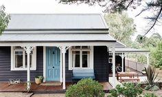 Black Cottage Exterior Design - Home Decorating Trends - Homedit Cottage Exterior Colors, Exterior Color Schemes, Exterior Paint Colors, Exterior Design, Colour Schemes, Paint Colours, Bungalow Exterior, Exterior Homes, Grey Exterior
