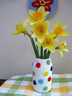 Bunny Mummy: Crochet for Flowers Crochet Vase, Crochet Bunny, Love Crochet, Beautiful Crochet, Crochet Things, Diy Projects To Try, Crochet Projects, Crochet Patterns, Crochet Ideas