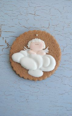 angel cookie: Just saw these while searching for baby cookie designs. This would be a cute baby shower cookie.