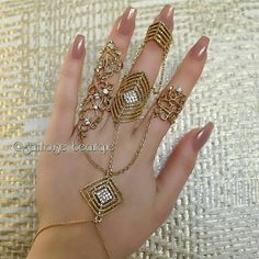 Triple ring hand bracelet With long nails💅 Antique Jewellery Designs, Fancy Jewellery, Stylish Jewelry, Fashion Jewelry, Hand Jewelry, Body Jewelry, Jewelry Bracelets, Diamond Bracelets, Hand Armband
