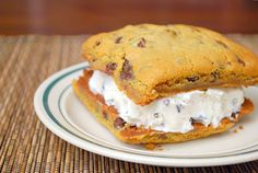 Mint Chocolate Chip Ice Cream Sammies (with homemade ice cream. Chocolate Chip Ice Cream, Mint Chocolate Chips, Chocolate Desserts, Chocolate Chip Cookies, Baking Chocolate, Easy Desserts, Delicious Desserts, Dessert Recipes, Yummy Food