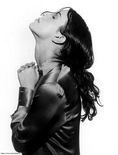 See Alanis Morissette pictures, photo shoots, and listen online to the latest music. Alanis Morissette, Divas, Nelly Furtado, Women Of Rock, Music Pictures, Alternative Music, Badass Women, Hair Photo, Sandra Bullock