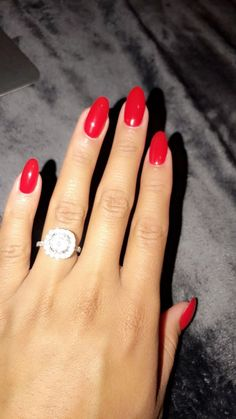 Red nails hair and beauty в 2019 г. red nails, gel nails и almond nails. Vintage Wedding Nails, Red Wedding Nails, Vintage Nails, Wedding Manicure, Top Vintage, Red Gel Nails, Almond Acrylic Nails, Oval Nails, Nail Red