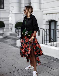 Gucci sneaker - floral skirt - hoodie - Prada cahier velvet bag - Men's style, accessories, mens fashion trends 2020 Fashion Week, Look Fashion, Paris Fashion, Autumn Fashion, Gucci Sneakers Outfit, Modest Fashion, Fashion Outfits, Fashion Tips, Fashion Trends