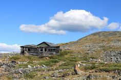 A long abandoned and isolated cabin above Keno City, Yukon Territory, Canada (www.stratageodata.com)