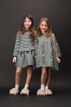 Wear - Douuod Kids Autumn/Winter 2017 -Kids Wear - Douuod Kids Autumn/Winter 2017 - Must Have of the Day: Girls striking dresses by Mi Mi Sol Say boo in pretty dresses, scary T-shirts and spooky prints: thrilling fashion for style-savvy kids. Fashion Kids, Kids Winter Fashion, Winter Kids, Look Fashion, Winter 2017, Fall Winter, Fashion Shoes, Girl Outfits, Cute Outfits