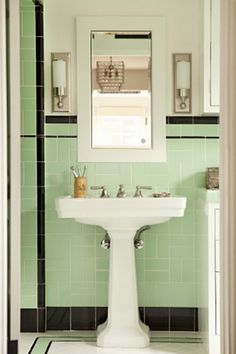 5 Tiled Bathrooms That Will Amaze You: Mint & Black