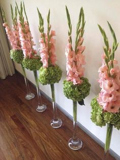 Simple centerpieces or aisle runners. 2019 Simple centerpieces or aisle runners. The post Simple centerpieces or aisle runners. 2019 appeared first on Floral Decor. Church Flower Arrangements, Church Flowers, Floral Arrangements, Simple Centerpieces, Wedding Centerpieces, Wedding Decorations, Decoration Entree, Deco Floral, Flower Decorations