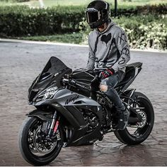 Ducati Motorbike, Kawasaki Motorcycles, Cars And Motorcycles, Motorcycle Style, Motorcycle Gear, Moto Wallpapers, Gp Moto, Bike Photoshoot, Biker Boys