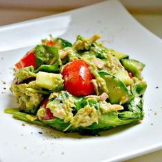 Thunfisch-Avocado Salat With this tuna-avocado salad you not only spoil your palate, but also do something for your health! Appetizer Recipes, Salad Recipes, Diet Recipes, Cooking Recipes, Healthy Recipes, Healthy Cooking, Healthy Eating, Law Carb, Avocado Salat