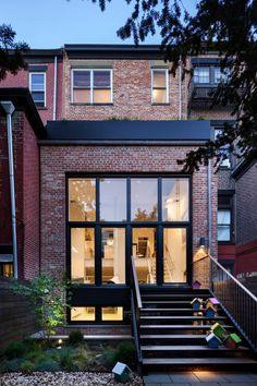 Brick facade with black window frames Architecture Antique, Architecture Design, Modern Exterior, Exterior Design, Facade Design, House Extensions, Facade House, Brick Facade, Townhouse