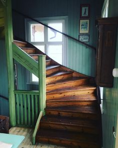 Jiboia: how to care and use in the decoration with ideas and photos - Home Fashion Trend Magical Home, Attic Renovation, Swedish House, Villa, Architectural Features, Modern Kitchen Design, Vintage Farmhouse, Stairways, New Homes