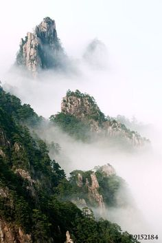 Landscape photography - Mist rising in Huangshan national Park, China Asian Landscape, Chinese Landscape Painting, Landscape Photos, Landscape Photography, Nature Photography, Natural Structures, Aesthetic Japan, Fantasy Places, Mountain Photography