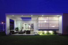 30 Spectacular Modern Glass Facades Presented on Freshome - http://freshome.com/2013/11/22/30-spectacular-modern-glass-facades/
