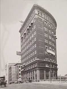 photo of the Western Auto Building. Notice the awnings. Kansas City Downtown, Kansas City Missouri, 1920s Photos, Old Photos, Great Places, Places To See, Excelsior Springs, Prairie Village, Sister Cities