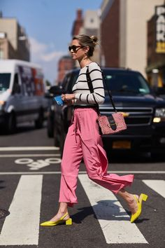 Ever wondered what to wear with bold-colored shoes? We break down the shoe colors for every outfit. Neon Outfits, Casual Outfits, Fashion Outfits, Womens Fashion, Fashion Tips, Fashion Trends, Fashion Websites, Cheap Fashion, Fashion Fashion