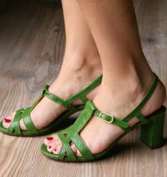 NUANCE GREEN :: SANDALS :: CHIE MIHARA SHOP ONLINE