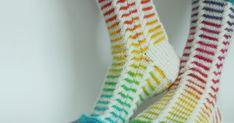 Omaansa ei sais kehua, mutta näistä tuli hienommat kuin ohjeessa. Ainakin värit jos ei muuta. Suuri Käsityö-lehdessä sukat olivat nimeltä...
