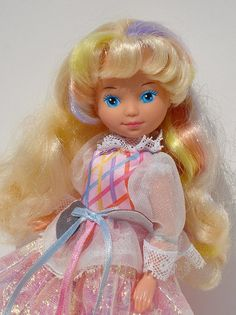 Lady LovelyLocks - why did all the dolls in the eighties have so much blue eyeshadow on? I never thought about it then, but now I'm kind of weirded out!