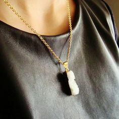 Collier chaine laiton sans nickel et pendentif barre rectangle quartz druzy blanc bords dorés Bijoux Eclats de fantaisie