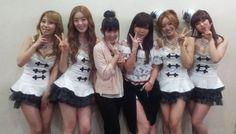 SECRET takes a friendly photo with AKB48 members