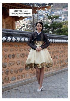 Korean Traditional Dress, Traditional Fashion, Traditional Outfits, Korean Dress, Korean Outfits, Black Korean, Korean Style, Hanbok Wedding, Cheongsam Modern