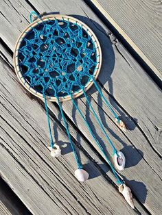 Gato a crochet Crochet Mandala, Crochet Motif, Diy Crochet, Mandala Azul, Dream Catcher Wedding, Shell Crafts, Thread Crochet, Learn To Crochet, Wind Chimes