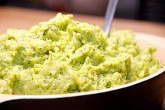 Her er den bedste opskrift på kartoffel og broccoli mos, og den er virkelig lækker. Mosen er samtidig flot på grund af den grønne farve.
