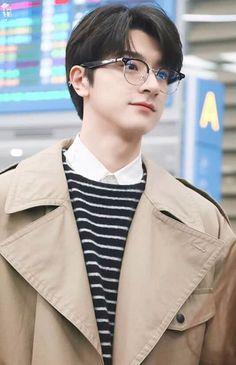 Cute Asian Guys, Cute Korean Boys, Hottest Guy Ever, Ulzzang Korean Girl, Cute Actors, Cute Celebrities, Hot Boys, Asian Men, Handsome Boys