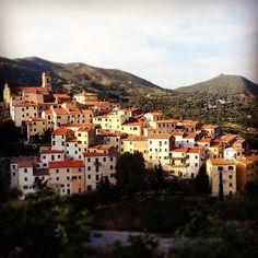 I luoghi, la storia, il tempo... Incorniciato tra le colline