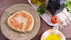 Pan con aceitunas marroquíes (Batbout) - Najat Kaanache - Receta - Canal Cocina Parmesan, Camembert Cheese, Milk, Vegetarian, African, Bread, Vegan, Boutique, Cooking