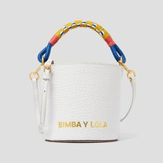 Effortlessly Make Your Handbags Complement Your Outfit Every Single Time - Best Fashion Tips Diy Bag Strap, Holographic Bag, Sacs Design, O Bag, Silver Bags, Branded Bags, Cute Bags, Backpack Bags, Fashion Bags