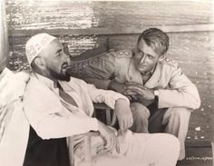 Peter O'Toole and Alec Guinness on the set of Lawrence of Arabia   Lawrence of Arabia (1962) directed by David Lean  Peter O'Toole as T. E. Lawrence  Alec Guinness as Prince Feisal