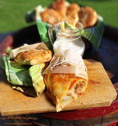 placinta cu pui, reteta video pt. placinta carne pui Romanian Food, Romanian Recipes, Savory Pastry, Meat Chickens, Pie Recipes, Mozzarella, Food And Drink, Bread, Cheese