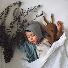 Ce pourquoi les samedis existent • What Saturdays are made for. Right? Beautiful baby 📷 @brookandpeony with her bonnet by @bertilleetleon and @ouistitine hand puppet (that is perfect to sleep with too) #myouistitine #ouistitine #shopsmall #childhoodunplugged