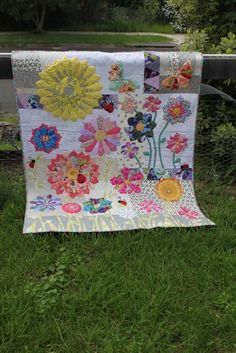 I started making my Dresden Quilt late last year and I soon became obsessed with Dresden Plates...      I never thought I would make a Dre...